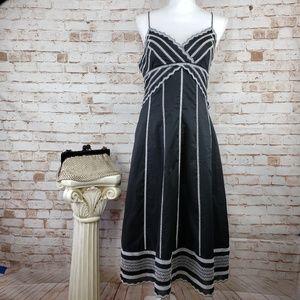 Eliza J Size 8 Embroidered Sleeveless V-Neck Dress